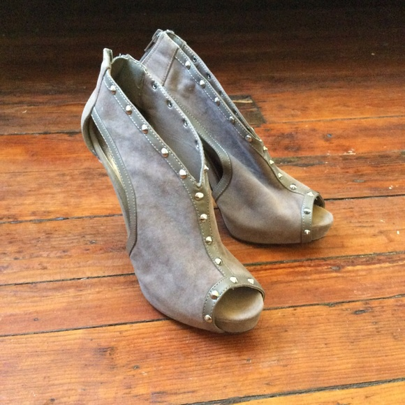 9a761be420b Dollhouse Shoes - EUC dollhouse 5 inch peep toe heels 10